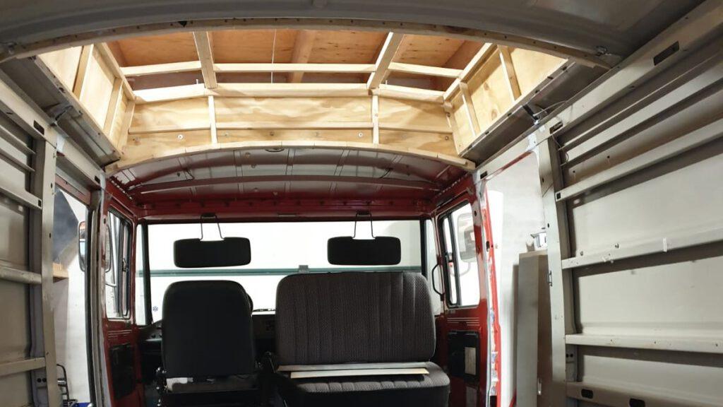 Een houten raamwerk is de basis van ons verhoogde dak